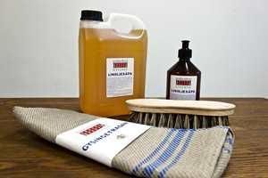 <b>NATURPRODUKT: </b>Håndverksmessig produsert linoljesåpe er biologisk nedbrytbar og fetere enn vanlig såpe. Den brukes tradisjonelt til å vaske gulv med, men kan brukes til mye mer. (Foto: Chera Westman/ifi.no)