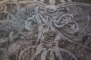 Sjøuhyret heter Hafgufa, og er hentet fra Den yngre Edda.