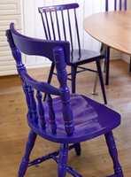 Spraylakker en stol og ta den med deg inn på badet - da får du en pyntegjenstand som også er nyttig. (Foto: Quick Bengalack)