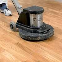 Mens mattsliping er nok dersom gulvet er i god stand.
