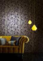 <b>SE LYSET:</b> Med riktig belysning og gode fargesammensetninger gir mørke farger karakter til rommet.