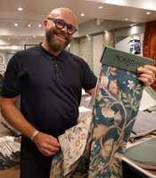 <b>MORRIS:</b> Sverre Wollan hos Intag viser kolleksjoner fra William Morris som et eksempel på design som varer gjennom generasjoner.