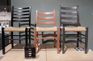 <b>TRADISJON:</b> Den tidløse og klassiske jærstolene fra Aksel L. Hansson var på messen i nye farger, også en variant i nude. Her kan du sitte godt i generasjoner framover.