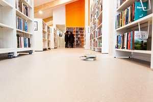<b>STILLE:</b> Gulvet i biblioteket gjør rommet stille.