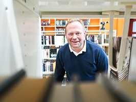 <b>STOLT LEVERANDØR:</b> Morten Hansen er godt fornøyd med resultatet. – De har valgt det beste gulvet som finnes for dette rommet. Ingenting slår Upofloor «Zero Sound» i et bibliotek, sier han.