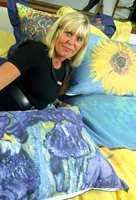 Tekstildesigner Turi Tobiassen har latt seg inspirere av Van Goghs blomsterprakt på høstens sengetøy.