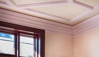 <b>DETALJER:</b> Ved å male taket i en farge, kan de arkitektoniske detaljene komme frem på en helt ny måte.