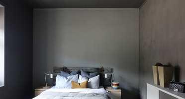 Ved å male taket på soverommet i en annen farge enn hvitt, kan du skape en fin, rolig helhet eller et spennende blikkfang.