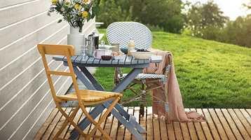 La terrassen henge sammen med hus, hage og omgivelser. Tenk som når du fargesetter inne!