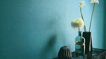 <b>KRAFTIG:</b> Tapetet Sevilla fra Fantasi Interiør er friskt i kuløren, med en fint spill i fargen på grunn av teksturen i tapetet. (Foto: Fantasi Interiør)