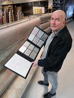 <b>MYKT OG GODT:</b> − Nordmenn vil ha det mykere. Derfor selger vi stadig mer av vegg-til-vegg-tepper av høy kvalitet, sier Bjørn Musum hos Musum Interiør i Trondheim.