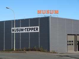 <b>TEPPER TIL FOLKET:</b> Musum Interiør i Trondheim har levert tepper til nordmenn i over 50 år. Det hele startet med dørsalg. I dag har selskapet ett av landets største engroslager av vegg-til-vegg-tepper, løpere, salongtepper og gulvbelegg.
