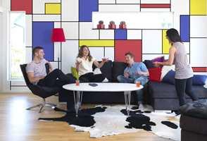 Colourblocking er et geometrisk mønster. Her er veggen malt med farger fra Nordsjö.