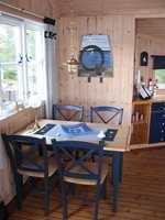 Den gamle spisestuen er beholdt, og fikk nytt liv med maling og ny bordplate.