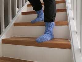 <b>FRITT FALL:</b> Det er fort gjort å skli ned trappen. Det kan bety brudd og brudulje. Derfor er det smart å sklisikre trappen. I dag! (Foto: Robert Walmann/ifi.no)