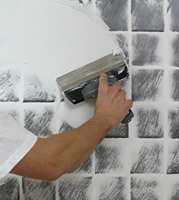 SKJUL FLISER: Bruk WallCraft for å sparkle over gamle veggfliser. Det er en gunstig løsning for rimelig renovering av både baderom og sprutsonen på kjøkkenet.