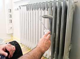 <b>MINIRULL:</b> En minirull brukes når du skal male på steder med dårlig plass. Enten det er på veggen bak radiatoren eller når du velger å male radiatoren i veggfargen.