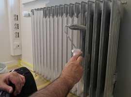 <b>NY MED MALING:</b> En gammel og slitt radiator blir som ny med litt maling.