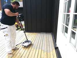 GOD BESKYTTELSE: Treoljen gir en matt og vannavstøtende flate, som er lett å vedlikeholde.