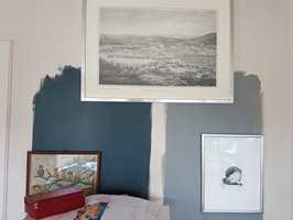 <b>FORANDRES:</b> Både lyset i rommet og fargene på gulvet, møbler, gardiner, lamper og andre ting påvirker opplevelsen av veggfargen. Underlaget og malingens glans spiller også en viktig rolle.