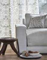 <b>TON-I-TON:</b> Når fargene på gardinene er tilnærmet lik resten av interiøret, får du et rolig og harmonisk uttrykk.