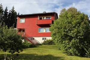 <b>SLITASJE:</b> Med klimaskifte og mer ekstremvær utsettes hus for mer slitasje enn før, og må følges opp deretter. (Foto: Bjørg Owren/ifi.no)