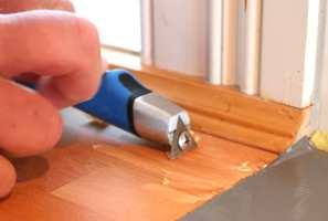 <b>SMART SKRAPE:</b> Skal du skrape detaljer på dører eller vinduer trenger du en universalskrape.