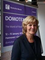 <b>MESSESJEFEN:</b> Susanne Klaproth skal lede den 30. utgaven av Domotex, en av verdens største gulvmesser. − Vi tror gulv reflekterer mer av vår personlighet. Gulv er interiør. Det vil vi vise under den kommende messen, sier hun.