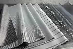 Ulike tekniske tekstiler som har varmereflekterende sølv- og aluminiumsbelagt bakside/Intag.