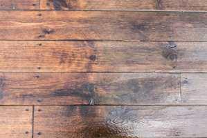 En årlig – eller vårlig, for den saks skyld - vedlikehold av treplattingen, sparer mye arbeid senere.