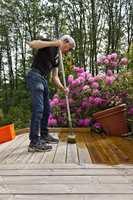 <b>ENKELT:</b> Setter du penselen på et forlengerskaft, vil arbeidet gå mye raskere og være mye enklere.