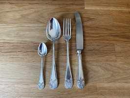 ETTER: Kniv, gaffel og stor og liten skje etter sølvpuss.
