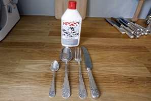 FØR: Kniv, gaffel, stor og liten skje før sølvpuss.