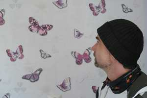 Linda kaller datteren «sommerfugljenta». – Hun er vakker som en sommerfugl, men mangler vinger, sier hun. Derfor valgte Ture Grønvold sommerfugltapet fra Storeys.