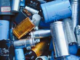 Fra 1. januar 2005 er det forbudt å ha lysarmaturer med PCB-holdige kondensatorer i bruk. Norsk elektrobransje står foran en formidabel oppgave, for 3,5 millioner armaturer må skiftes innen årsskiftet. PCB er en av verdens farligste miljøgifter.