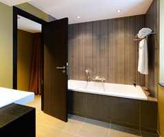 Dørblad og dørkarmer kan med fordel males i andre farger enn hvitt.  Foto: Designhotels.com