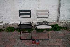 Her ser du stolene før og etter plassert ved siden av hverandre.