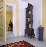 Huset kan ha blitt til over lang tid. Ikke sikkert at alle rom skal tilbakeføres til samme stil.