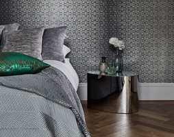 <b>MØRKT:</b> Gro Welle-Watne i Tapethuset syns soverommet er perfekt for mørke farger. (Foto: Tapethuset)
