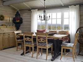 <b>SENK SKULDRENE:</b> Vakre, rolige farger og en passe passet avstemt mengde ting og møbler.