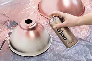 <b>METALLISK:</b> Dagens spraymalinger kommer i både matte, sotede trendfarger, knallfarger og ulike effekter. Maling her er Montana GOLD fra Decorativ/IBG i fargen Copperchrome.