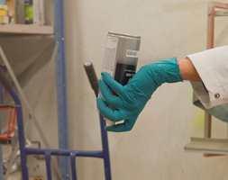 Etter bruk må dysen tømmes for maling.