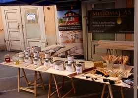 Miljømal med Johnny Spangen i spissen, inviterte nylig til en liten utstilling der linoljemaling stod i sentrum.