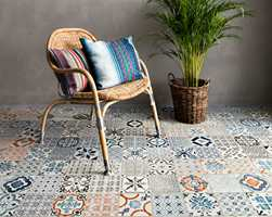 Gulvet tåler høy slitasje, og er til forveksling likt både marokkanske fliser, stener og treverk.
