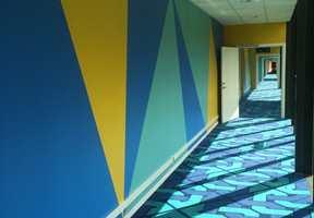 SOMMERLIGE FARGER: Trond bruker gjerne de friske vår- og sommerfargene i sine prosjekt. Her fra Thon Hotell Gardemoen med kombinasjonen gul, gulgrønn, blå.