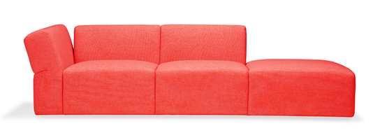 Møbelprodusenten LK Hjelle lanserer ny sofa, OK sofa, i Norway Says design. Det er en moderne og myk sofa, med store mål som innbyr til en avslappet sittestil. Foto: Produsenten