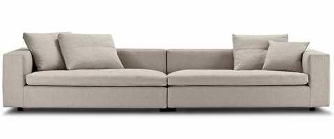Danske Eilersens nye sofakolleksjon Cube har hentet navnet fra de store vangene som har samme tykkelsen som ryggen. Denne sofafamilien er tegnet av Jens Juul Eilersen, og vil bli utvidet med flere modeller etter hvert. Foto: Produsenten