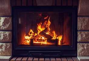 <b>SE FLAMMER:</b> La roen senke seg, og nyt synet av flammene gjennom glasset i peisinnsatsen.