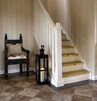 <b>FORDELER:</b> Det er flere fordeler med teppe i trappa. Det blir lunere, varmere og mykere å gå på, i tillegg til at trappa blir mer sklisikker og lyden mer dempet.