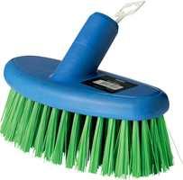 <b>VASKEUTSTYR: </b>En stiv børste med vanngjennomløp gjør det lettere å vaske store flater.